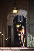 Pontifical Swiss Guard in his traditional uniform — Stock Photo