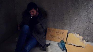 Homeless in the corner — Stock Video