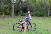 Teen Girl and Mountain Bike — Foto Stock