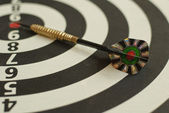 Dartboard and arrow — Stock Photo