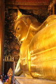 Reclining Buddha statue in Thailand temple Wat Pho — Stock Photo