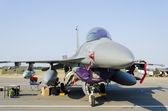 Avion f-16 fighting falcon — Photo