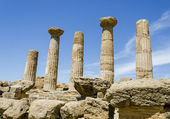 Dorian columns of Temple of Heracles in Agrigento, Sicily, Italy — Stock Photo