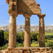 Doric temple of Castor and Pollux in Agrigento, Italy - 图库照片