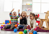 Kids playing in the room — Stock fotografie