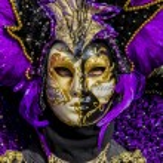 Traditional Venetian carnival mask — Stock Photo #21229045
