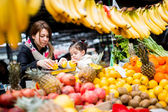 Mother and daughter at the market — Stock Photo