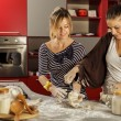 Young women in the kitchen — Stockfoto