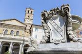 Piazza di Santa Maria in Trastevere in Rome, Italy — Stock Photo