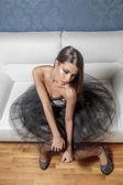 Pretty young woman on the sofa — Stock fotografie