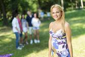Nastolatki w parku — Zdjęcie stockowe