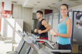 Young couple training in the gym — Foto de Stock