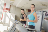 Young couple training in the gym — Foto Stock