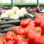 Fresh vegetables on the market — Stock Photo #48373555
