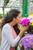 Young woman buying flowers — Stock Photo