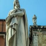 Dante sculpture in Verona, Italy — Stock Photo #49072965