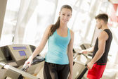 Couple training in the gym — Stock Photo