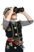 Dívka, která nosí kostým pirát koukal skrz dalekohled — Stock fotografie