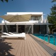 Residence with swimming pool — Foto de stock #35426329