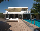 Residence with swimming pool — Foto de Stock