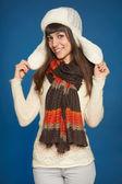 Mujer de invierno en ropa de abrigo — Foto de Stock