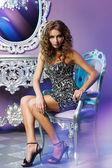 Modelle in posa in interni glamour — Foto Stock