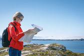 Woman tourist reading the map — Stock Photo