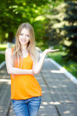 Pretty young woman outdoors. — Stock Photo