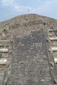 Fragment stupňovité pyramidy v teotihuacan — Stock fotografie