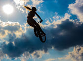 Silhouette of a cyclist on the background of sky — Stock Photo