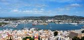 古い町、バレアレス諸島、スペインの町やイビサ港 — ストック写真