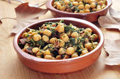 Spanish espinacas con garbanzos, spinach with chickpeas, served — Stock Photo