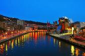 Estuary and Guggenheim Museum at night in Bilbao, Spain — Stock Photo