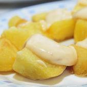Typical spanish patatas bravas, spicy potatoes — Stock Photo