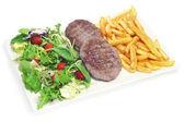 Bandeja de combinação com salada frita, hambúrgueres e batatas fritas — Foto Stock