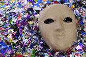 Carnival mask and confetti — Stock Photo