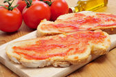 Pa amb tomaquet, bread with tomato, typical of Catalonia, Spain — Stock Photo