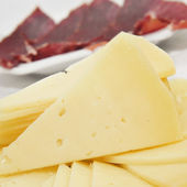 Spanish serrano ham and manchego cheese tapas — Stock Photo