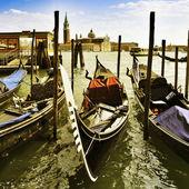 Gondoly v benátkách, itálie — Stock fotografie