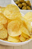 Potato chips and olives — Stock Photo