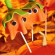 Cake pops with the shape of ghost Halloween pumpkins — Stock Photo