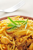 Spanish noodles with chicken — Stock Photo