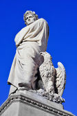 Nineteenth century sculpture of Dante Alighieri in Florence, Ita — Stock Photo