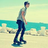 Man roller skating — Photo