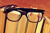 Books and eyeglasses, with a retro effect — Stock Photo