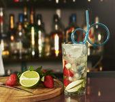 Fresh mojito drink with strawberry — Stock Photo