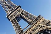 Eiffeltornet i blå himmel — Stockfoto