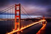 Scena notturna con ponte golden gate — Foto Stock