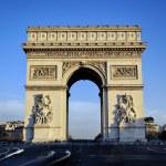 View of famous Arc de Triomphe — Stock Photo #13913192