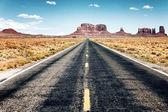 длинная дорога — Стоковое фото